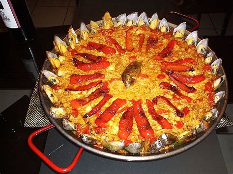 file paella with mussels jpg wikimedia commons