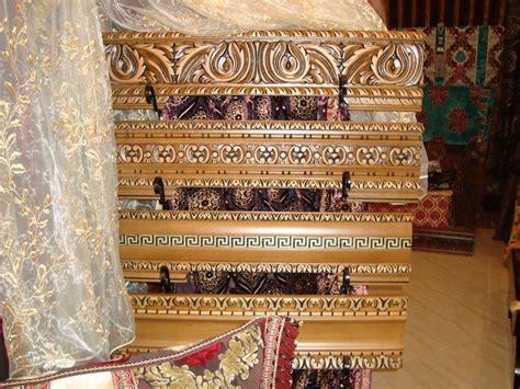 banquettes en bois pour salon marocain traditionnel d 233 co salon marocain