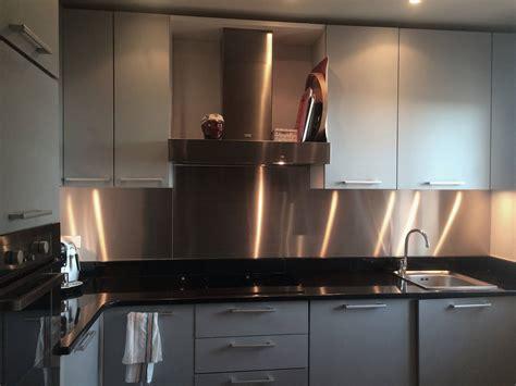 credence inox pour cuisine comme fond de hotte ou rev 234 tement mural