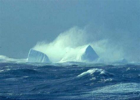 Catamaran Sailing Southern Ocean by Clima Quente Do Tibete Ao Oceano Chegando A Argentina