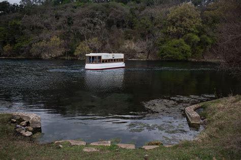 Glass Bottom Boat Austin Tx by San Marcos Glass Bottom Boat Tour Trailing Away