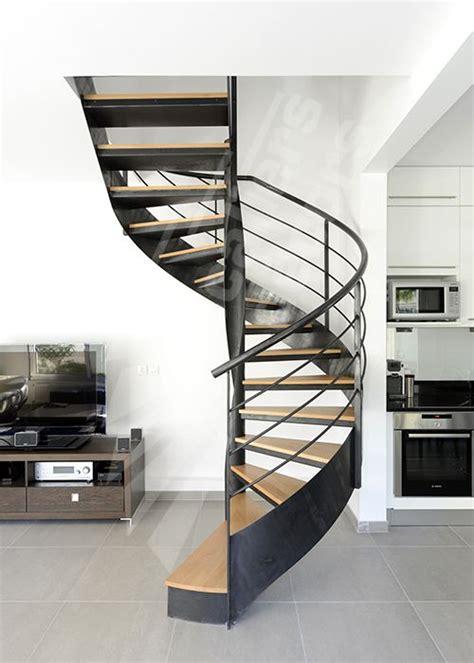 escalier d int 233 rieur m 233 tallique design sur flamme centrale formant escalier balanc 233 sans m 226 t