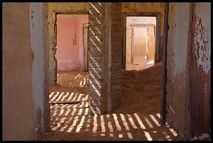 Haus Kaufen Namibia : holz vor der h tte und sand im haus foto bild africa southern africa namibia bilder auf ~ Markanthonyermac.com Haus und Dekorationen
