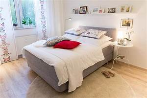 Regal über Bett : gem tliches schlafzimmer bett regal teppich bett ~ Markanthonyermac.com Haus und Dekorationen