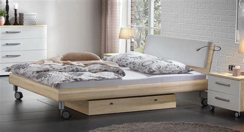 Doppelbett In Holzdekor Mit Rollen  Antia Bettende
