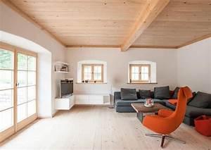 Moderne Holzdecken Beispiele : wie sieht das klassische wohnzimmer mit altholz und bodentiefen fenstern im landhaus aus genau ~ Markanthonyermac.com Haus und Dekorationen