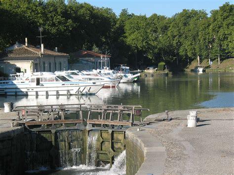 port du canal du midi ville de carcassonne
