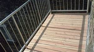 Balkon Grüner Belag : balkon bodenbelag holz verlegen ~ Markanthonyermac.com Haus und Dekorationen