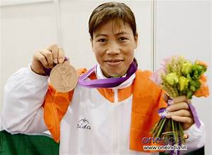 Mary Kom with Bronze Medal - 251638 - Oneindia Gallery