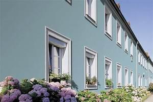 Fassade Streichen Ideen : die fassade eines reihenhauses in blau gr n kolorat ~ Markanthonyermac.com Haus und Dekorationen