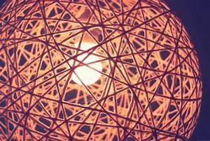 Lampen Selber Basteln Anleitung : lampenschirm aus wolle selbst machen was man noch braucht kleister luftballon basteln ~ Markanthonyermac.com Haus und Dekorationen