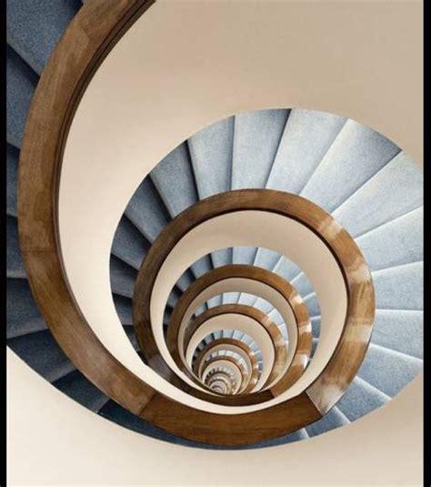 photo l effet droste avec un escalier