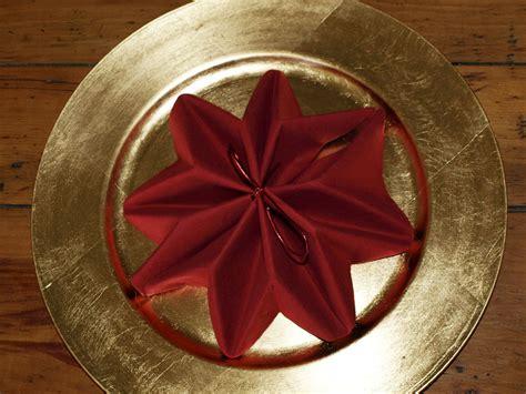 pliage en papier r 233 aliser un poinsettia avec une serviette en papier decoration de table de