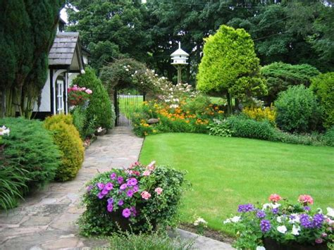 Embellishing Your House With Small Cottage Garden Ideas