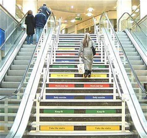 une affiche pour inciter 224 monter les escaliers 231 a marche