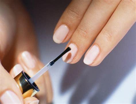 des vernis traitants pour des ongles au top mes ongles jaunes ternes et stri 233 s femme actuelle