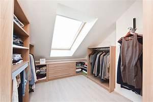 Ankleide Mit Dachschräge : bersichtliche ordnung in der ankleide unter der dachschr ge ankleidezimmer pinterest ~ Markanthonyermac.com Haus und Dekorationen