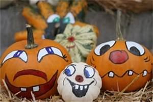 Bemalte Kürbisse Vorlage : spukige bastelideen rund um halloween ~ Markanthonyermac.com Haus und Dekorationen