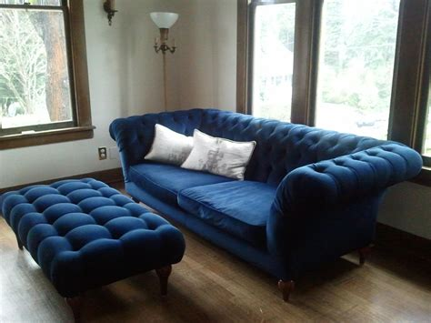 Simple Living Room Design With Dark Blue Velvet Tufted How To Design A Baby Shower Invitation Good Themes Wishes For Girls 2013 Ideas Ni?a Gifts Party Kendra Wilkinson Breakfast