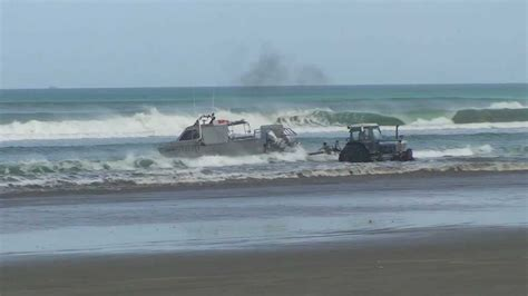 Best Boat Trailer For Beach Launching by Boat Launch Big Shorebreak Waves New Zealand 90 Mile Beach