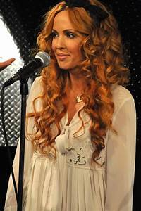 Lisa Lambe of Celtic Woman...love her hair!!! color and ...
