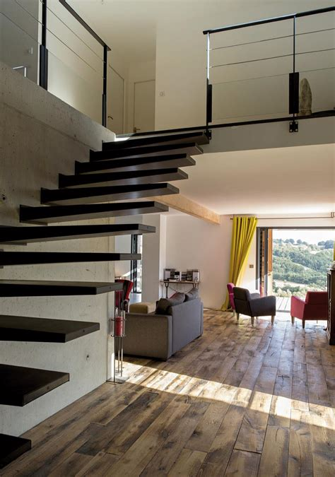 idee deco entree couloir 13 escalier dans dentr233e maison avec mezzanine recherche