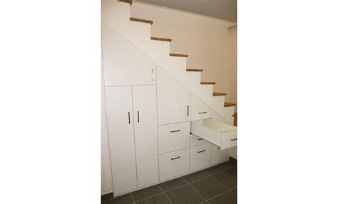 placard sur mesure sous escalier stunning placard design sur mesure meuble tv encastr sous