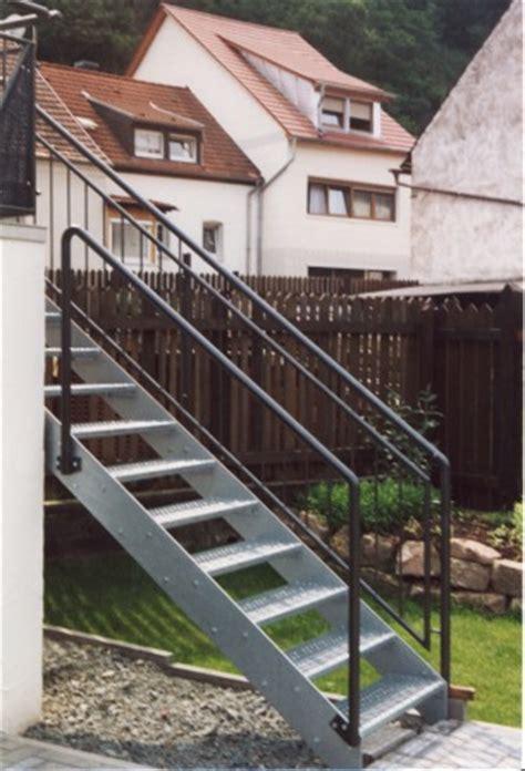 Geländer  Geländer Verzinkt An Einer Außentreppe Als