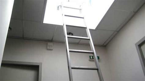 201 chelles et accessoires pour acc 232 s toiture et cage d escalier barre d accrochage pied lat 233 ral