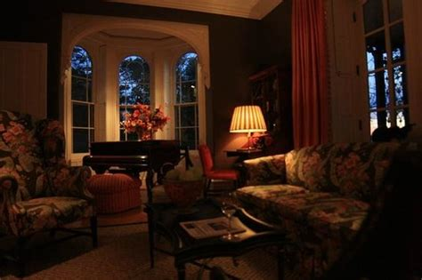 Beautiful And Cozy Living Room