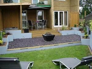 Alternative Zu Gras Garten : gem tliches haus mit einem garten terrasse st hle tisch gras zaun steine verschieben zu garten ~ Markanthonyermac.com Haus und Dekorationen