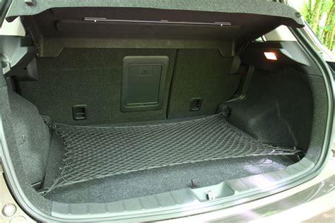 volume coffre tiguan 2012 mouvement uniforme de la voiture