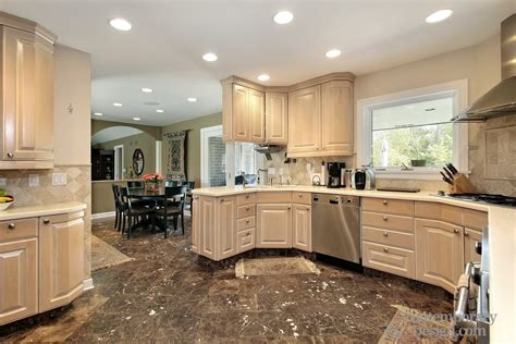 Kitchens With Light Wood Cabinets