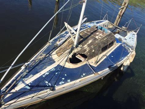 Opknapper Zeilboot by Wedstrijd Zeilboot Met Schade Opknapper Tegen Elke Prijs