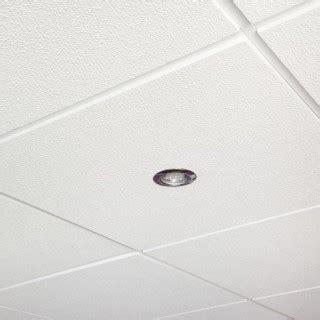 fixer un faux plafond en dalles amovibles