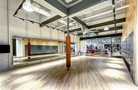 nike cr 233 e une boutique qui fait office de salle de sport ideal pour tester ses achats