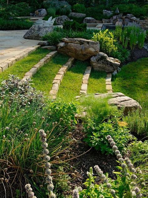 Slope Yard Ideas by 25 Best Ideas About Sloped Backyard On Pinterest