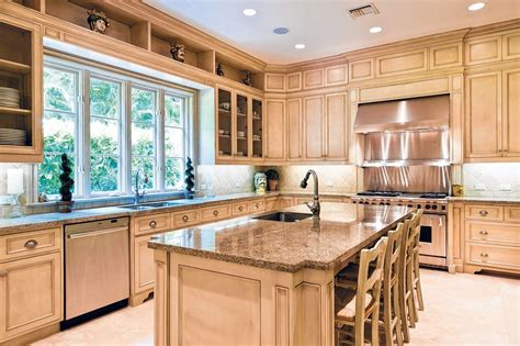 Light Wood Kitchen Cabinets  Traditional Kitchen Design