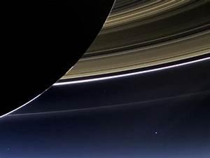 Terre vue de Saturne - Sciencesetavenir.fr