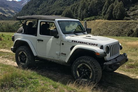 Official 2018 Jeep Wrangler Interior Shots Revealed