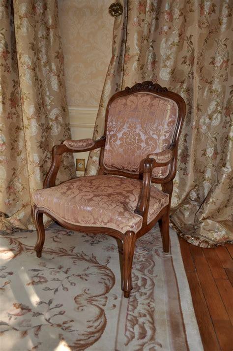 fauteuil louis xv et rideaux tissu leli 232 vre atelier secrea