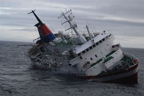 Pictures Of Sinking Boats by Antarctica Tourist Ship S Sinking Blamed On Inexperienced