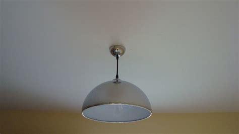 comment fixer un lustre au plafond sur une boite dcl