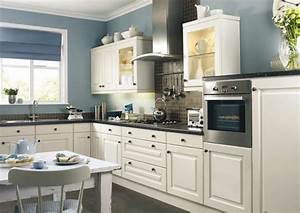 Küche Farbe Wand : wei e k che und blaue wand stehen im einklang k che farben pinterest k che farbe ~ Markanthonyermac.com Haus und Dekorationen