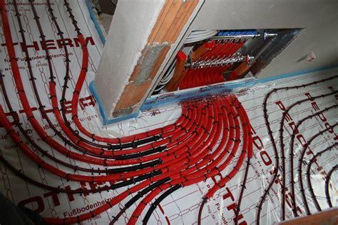 Die Fußbodenheizung Ist Eingebaut