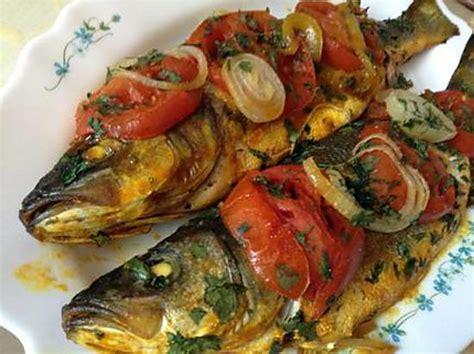 recette de bar au four par djoumana cuisine
