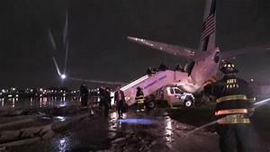 El avión de Mike Pence se sale de la pista al aterrizar en ...