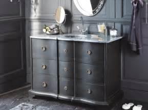 tendance un meuble ancien dans la salle de bains le journal de la maison