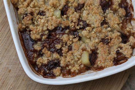 crumble poire chocolat aux flocons d avoine chez requia cuisine et confidences