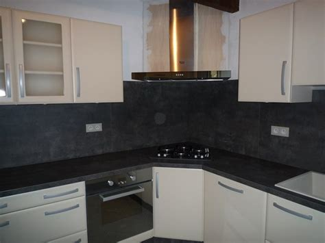 pose d une cuisine contemporaine rocbaron 83 modle zinnia faade en polymre mat coloris vanille